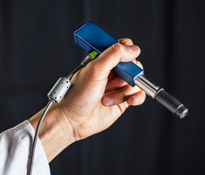 University of Washington mechanical engineers and collaborators have developed a handheld microscope to help doctors and dentists distinguish between healthy and cancerous cells in an office setting or operating room.  Credit: Dennis Wise/University of Washington.